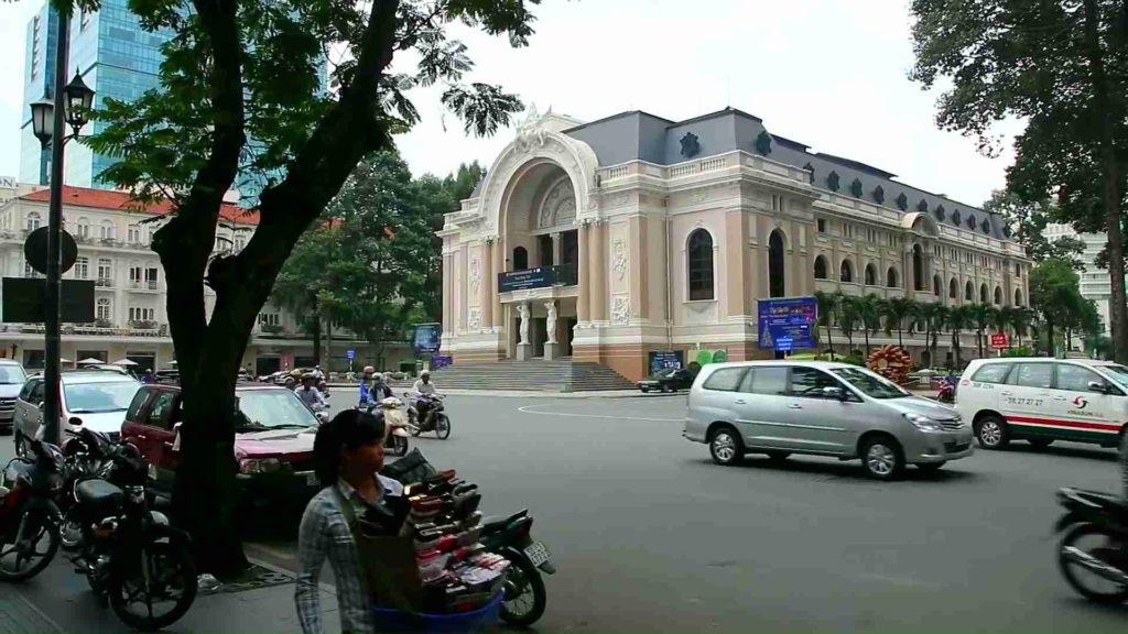 Здание оперы в Хошимине